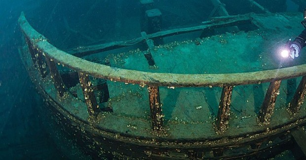 Hull of a shipwreck in Ontario, highlighting the Club's Dive Policy